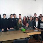 Omagiu adus tuturor femeilor de către elevii de la Liceul Teoretic Teiuş