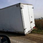 Traficul parțial blocat, pe DN 1 în apropiere de Teiuș, după ce două mașini au intrat în coliziune