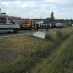 Un bărbat de 34 de ani a decedat după ce o cisternă a intrat într-un autocar MAPN plin cu militari