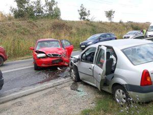 Două persoane rănite într-un accident rutier în care au fost implicate trei autoturisme, pe DN 1 la Sântimbru