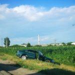 """Un autoturism a """"zburat"""" în afara spațiului carosabil, în urma unui accident rutier petrecut în apropiere de Sântimbru – Fabrică"""