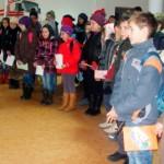 """Elevii teiuşeni au adus bucurie la Centrul pentru Vârstnici """"Sf. Ana"""" Teiuş"""