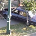 Gardul unei case din Stremț avariat de mașina condusă de un tânar din Teiuș aflat sub influența alcoolului