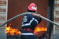 Pagube de 60.000 de lei după ce un incendiu a mistuit în totalitate o casă din Stremț