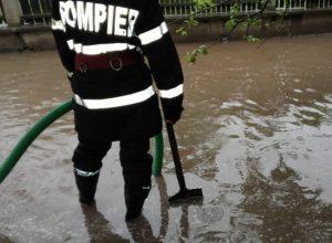 Intervenție a autorităților în zona Galda de Jos pentru limitarea efectelor cauzate de precipitațiile abundebte căzute în ultima perioadă