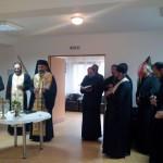 """Vârstnicii de la Căminul """"Sfânta Ana"""" din Teiuş au primit daruri de la IPS Irineu"""