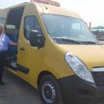 La Teiuş, încă un microbuz pentru transportul elevilor oferit de Guvern