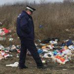 Patru persoane din Teiuș care au aruncat gunoi menajer în locuri nepermise, sancționate de Poliția Locală cu amenzi de 800 lei fiecare