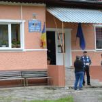 """În comuna Întregalde, drumul dintre Biserica """"Sfinții Mihail şi Gavril"""" şi """"Poiana cu narcise"""" ar putea fi pietruit"""