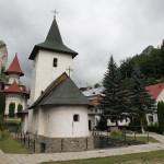 La 27 de ani de la refacerea sa  – vechea biserică a Mănăstirii Râmeţ – o oază de credinţă şi sacralitate