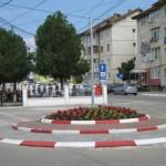 În zona centrală a oraşului Teiuş a fost amenajat un sens giratoriu