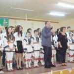 Din partea primăriei: flori şi felicitări pentru femeile din cele 4 sate ale comunei Stremţ
