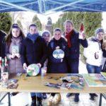 """În cadrul """"Expo-târgului de Crăciun"""", liceenii teiușeni își vând ornamentele pentru a-i ajuta pe elevii sărmani"""