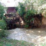 Valea Cetei a început să afecteze curțiile și grădinile localnicilor din Benic, iar autoritățile nu fac nimic să-i ajute pe oameni